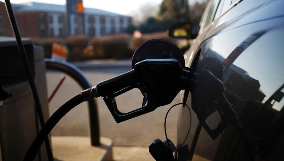 Desde anoche rige una suba del 5% en las naftas
