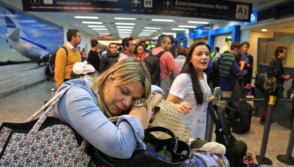 Paro de controladores aéreos en Aeroparque con más 40 vuelos cancelados.