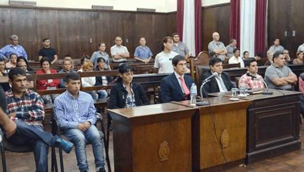 El juicio se desarrolló en 2015 y constituyó un caso muy difícil, ya que el jurado tuvo que rendir veredictos por varios hechos y discernir la actuación de múltiples acusados.