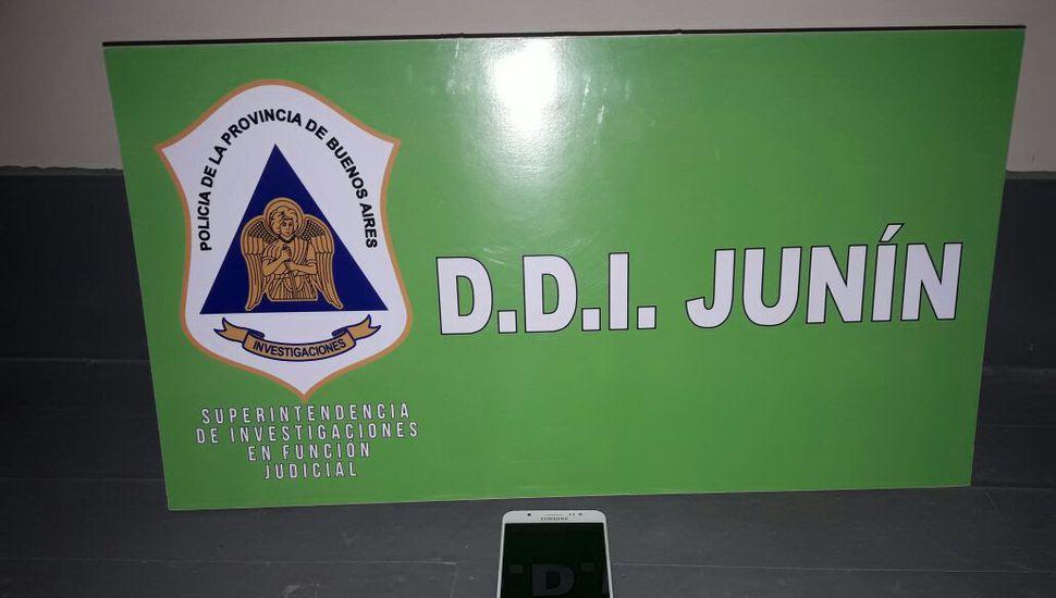 Personal de la DDI detuvo a una mujer y le secuestró un celular.