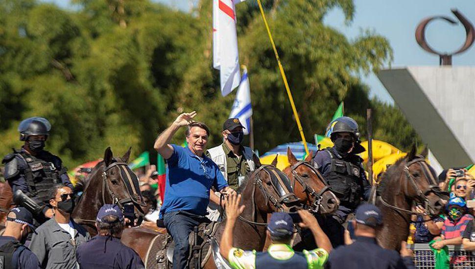 El presidente de Brasil paseó en caballo en un acto.