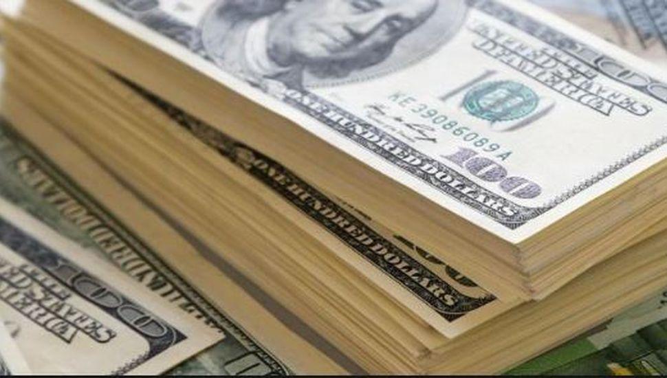El dólar cerró con una leve baja a $57,266 y el Central aportó US$ 154 millones