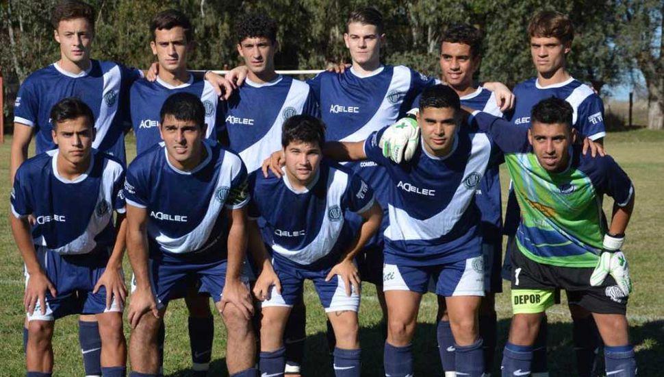 Equipo titular que presentó el domingo Deportivo Pinto (fotos, gentileza Paula Barrera).