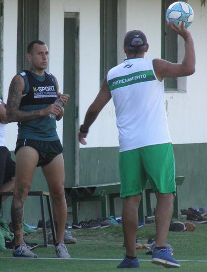 Wilfredo Olivera junto a Iván Delfino, en Ciudad Deportiva.