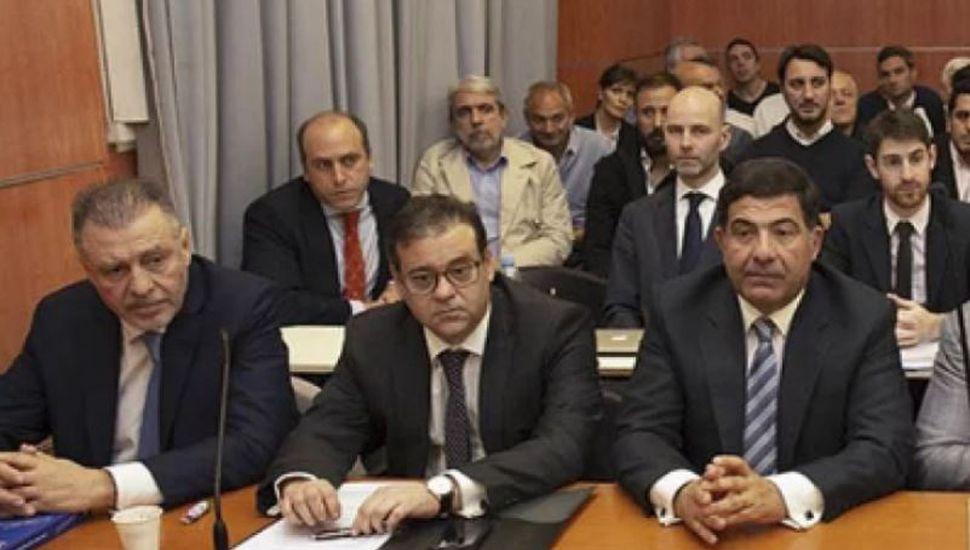 Doble revés para Cristóbal López y De Sousa: seguirán presos y en juicio