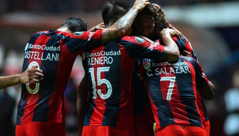 San Lorenzo ganó y sueña