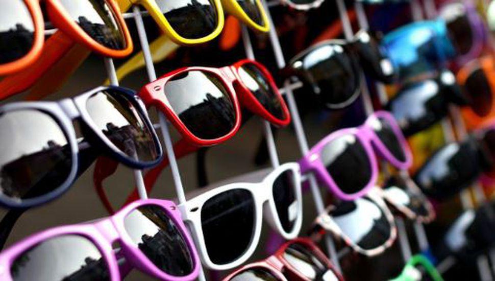 La ANMAT lanzó una advertencia sobre los anteojos de sol argentinos: qué hay que saber