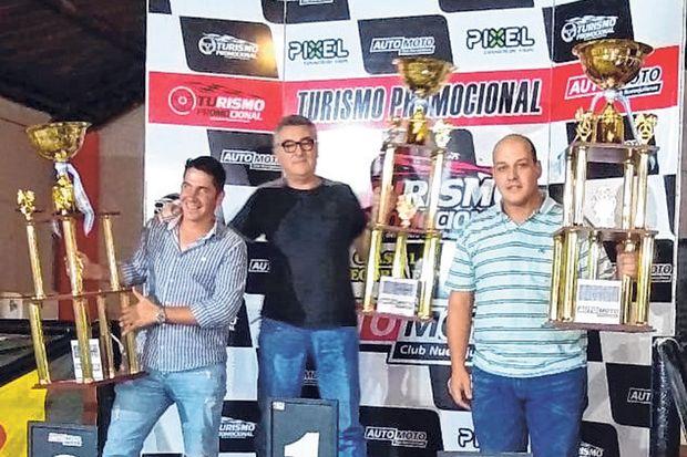 Los tres primeros del campeonato Clase 1, Gerardo Luca, Ángel Adrovetto y Patricio Galván.