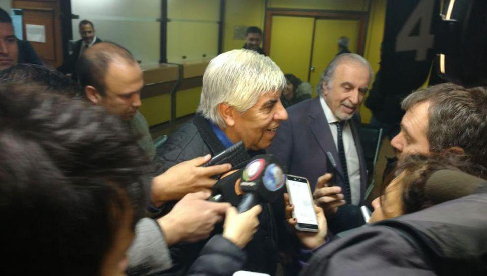Moyano declaró por presunto lavado de dinero y cambia de estrategia