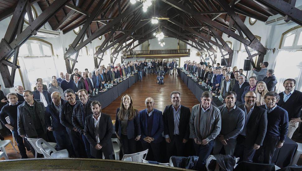 En La Plata, Vidal juntó a la tropa de intendentes para reforzar el mensaje de cara a las elecciones.