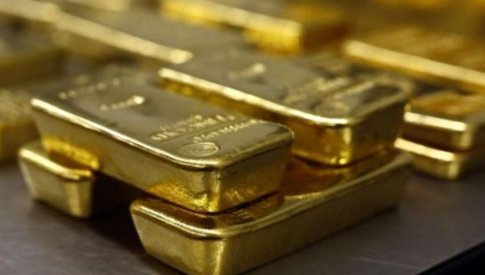 Un empleado de limpieza halló lingotes de oro en la basura y podría quedárselos
