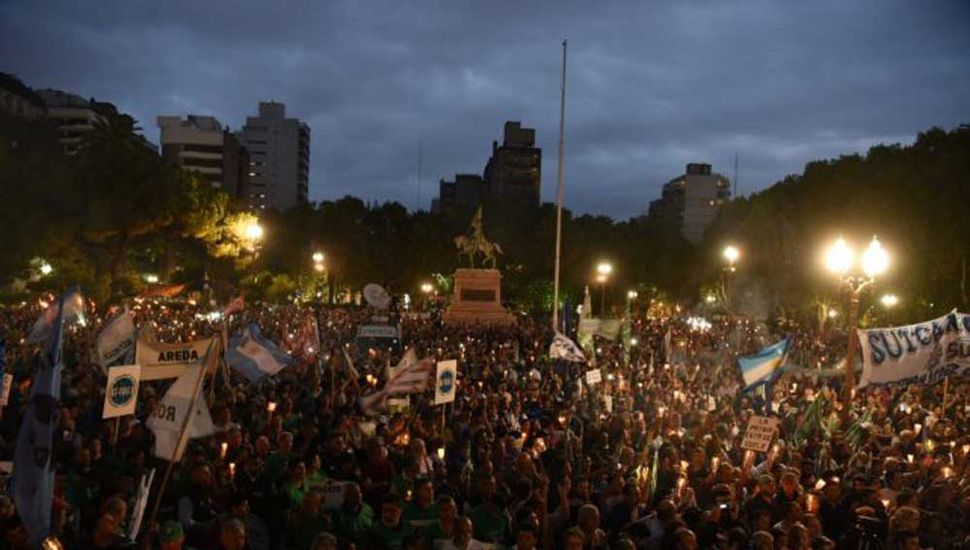 Masiva marcha en Rosario.