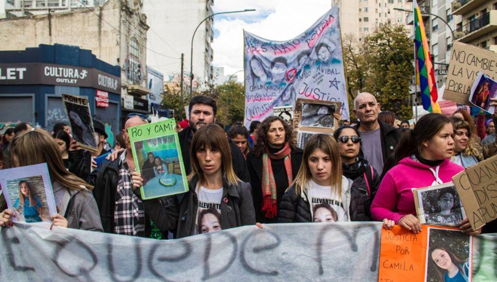 """Los padres de las víctimas, familiares y vecinos, marcharon para repudiar """"la mafia policial de la Bonaerense"""""""