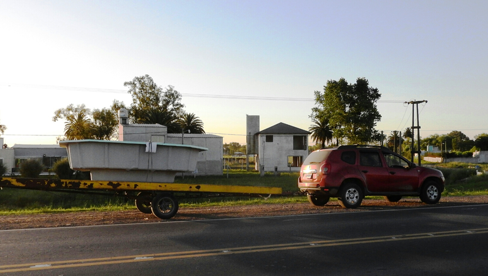 El otro vehículo involucrado llevaba una pileta en un tráiler.