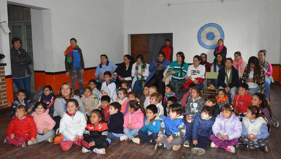 Los niños también apreciaron el teatro de títeres.