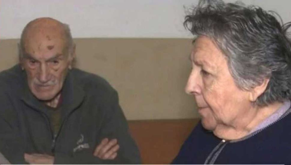 Un hijo rescató a la pareja de ancianos abandonada