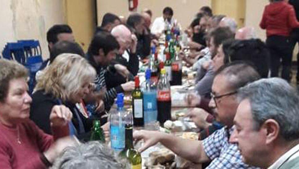 La cena sirvió para juntar fondos y propiciar el viaje de la delegación de la AJB.