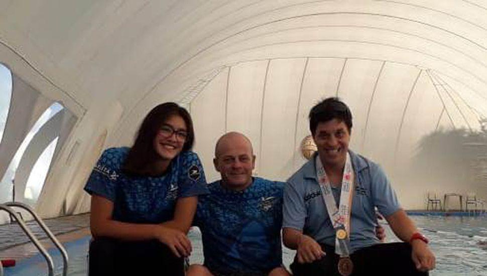 Diego Cuadrado junto a Lucía y Hernán.