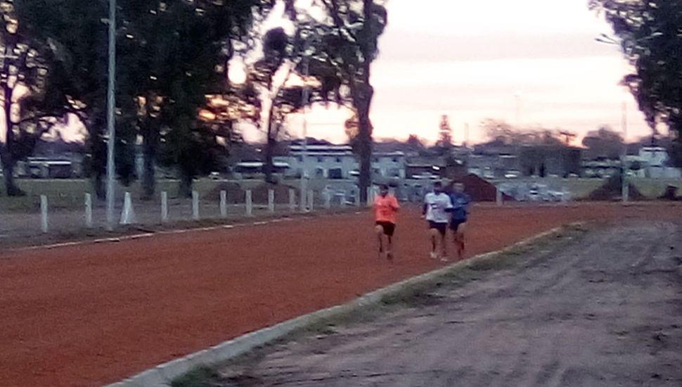 El sábado habrá actividad atlética en la nueva pista municipal.