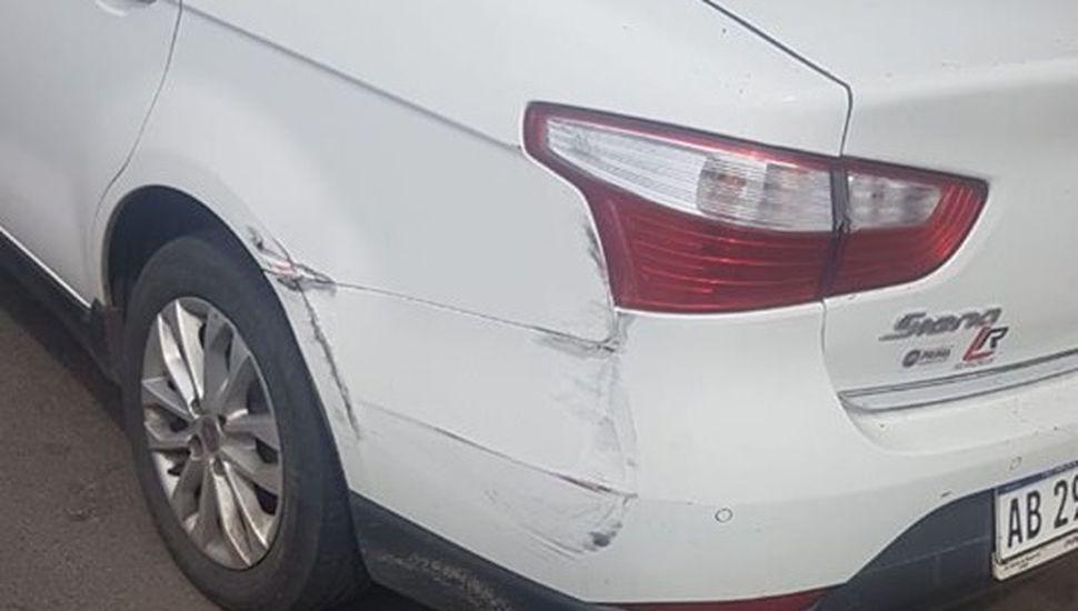 Denuncian que un colectivo raspó un auto estacionado