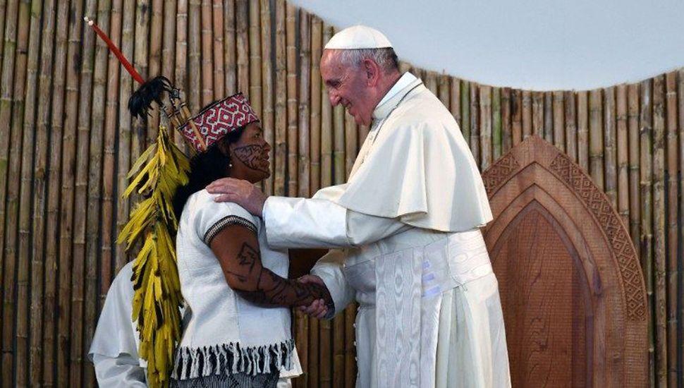 El Papa cierra la posibilidad de ordenar hombres casados