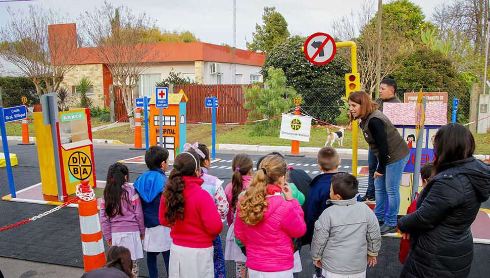 El programa pasó por la Escuela Primaria 25 de Fortín Tiburcio.