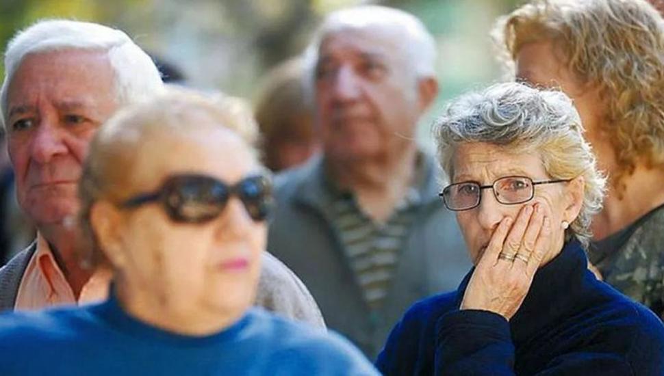 Oficializan un aumento del 8,7%  en jubilaciones, pensiones y AUH