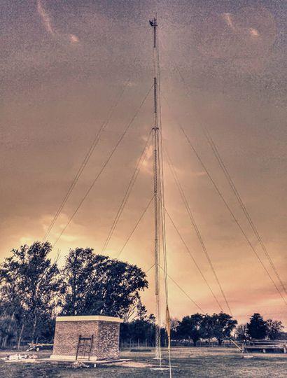 Antena y sala de equipos.