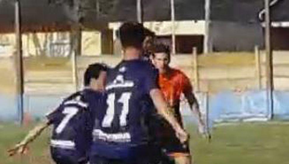 Deportivo Pinto se descuidó sobre el final y Atlético Ameghino se lo empató