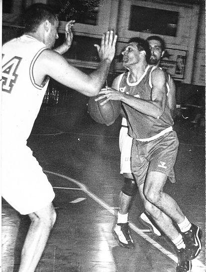 Javier Corvalán enfrenta a Mauro Pinelli, esa noche.