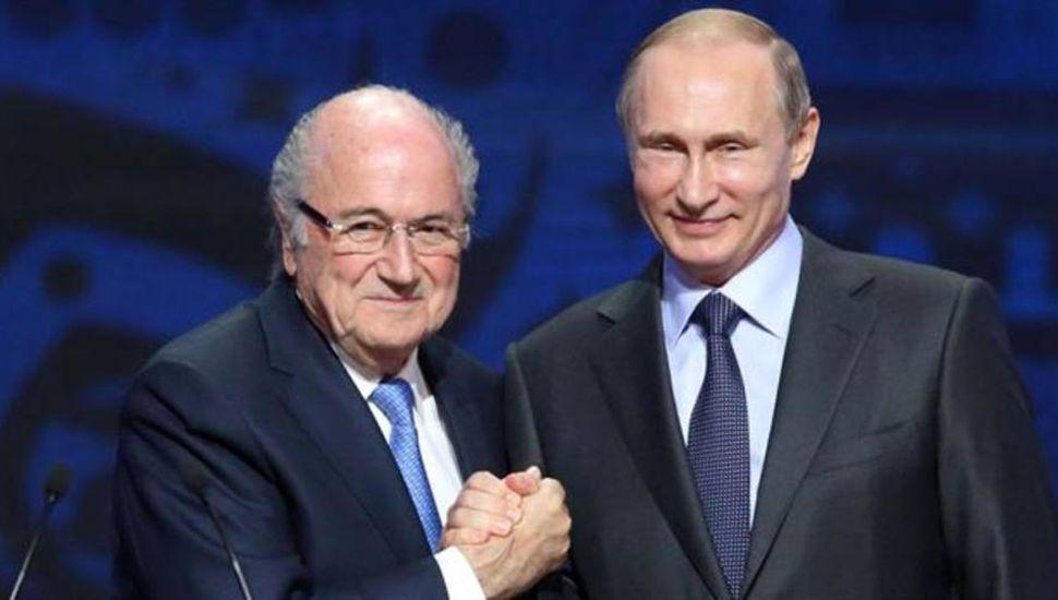 Blatter y Platini, suspendidos por el escándalo irán al Mundial