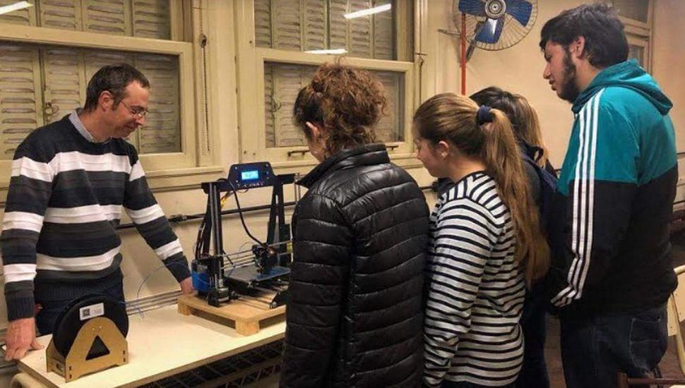 Alumnos de la Escuela Normal de Bragado realizaron trabajos en Braille con una impresora 3D