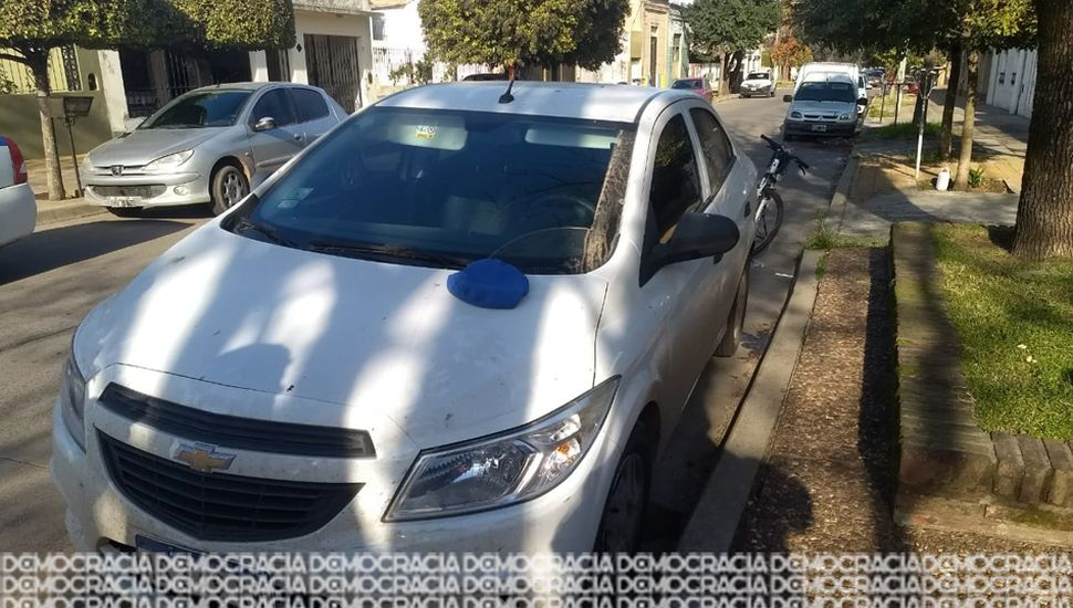 El auto utilizado en el robo, al igual que las patentes, era robado.