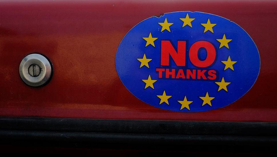 El Reino Unido rebaja las chances de un Brexit negociado y escala la pelea con la UE