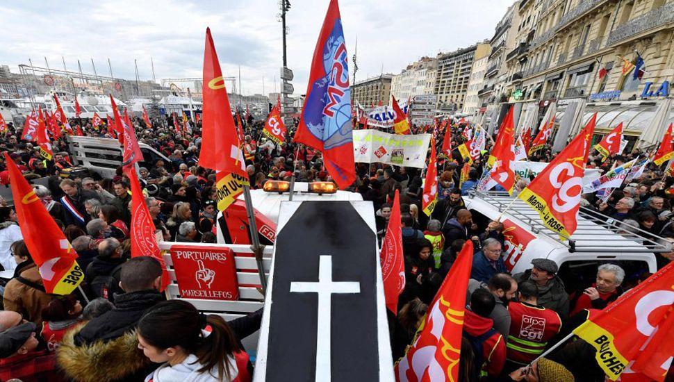 Francia, paralizada en contra de  una reforma del sistema jubilatorio