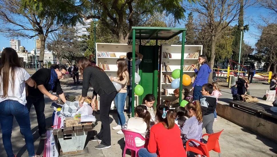 """""""El libro de la Plaza"""" fue organizado por Rotaract"""