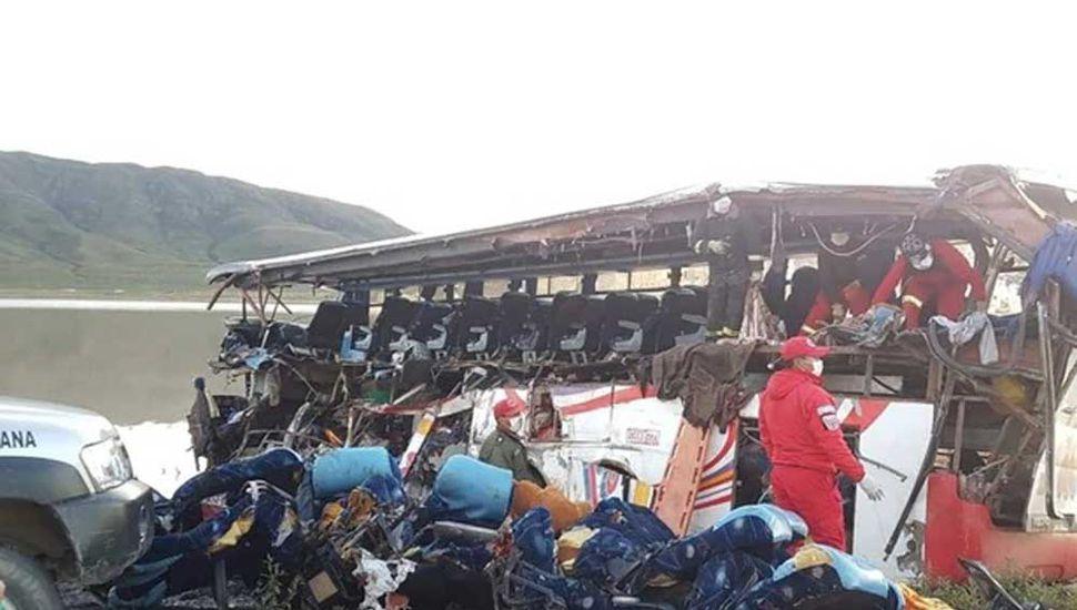 Al menos 24 muertos y 15 heridos  en accidente de tránsito en Bolivia