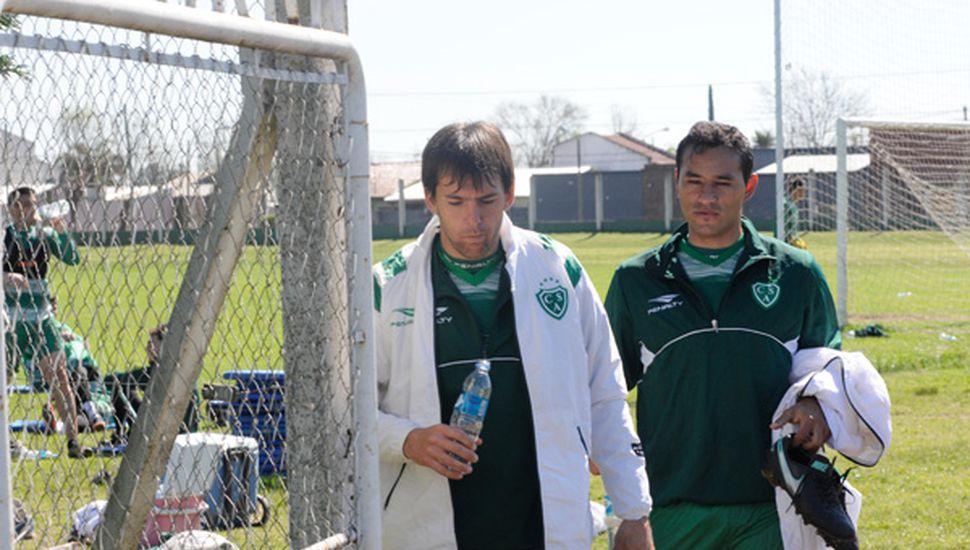 Luis Yamil Garnier y Lucas Landa, al término del entrenamiento de ayer.