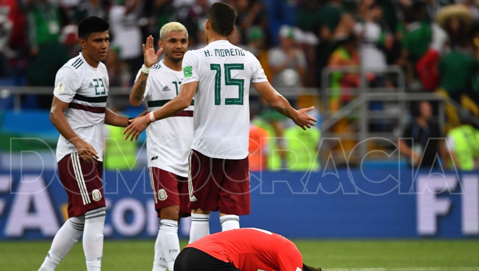 Los jugadores mexicanos festejan la victoria ante Corea del Sur.