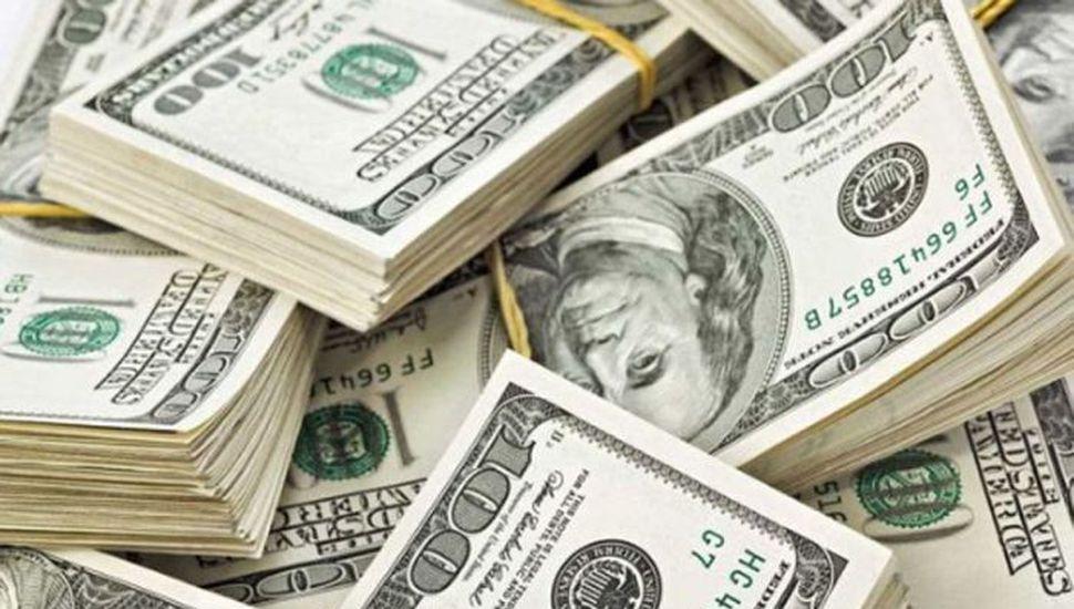 El dólar trepó 19 centavos al récord de $23,13 pese a la intervención del Bcra