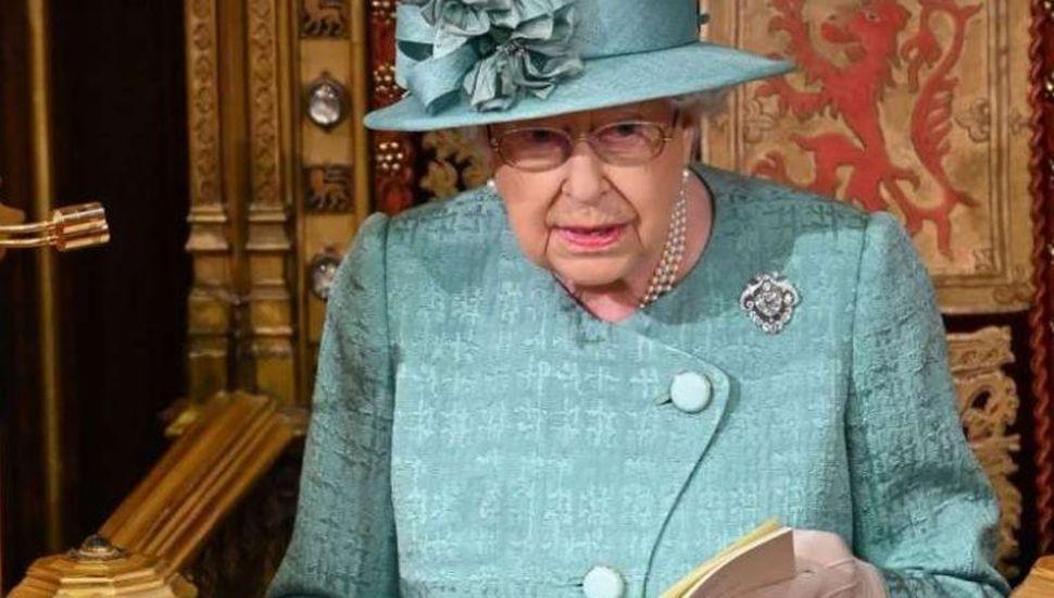 El coronavirus entró al Palacio de Buckingham y temen por la salud de la Reina Isabel II