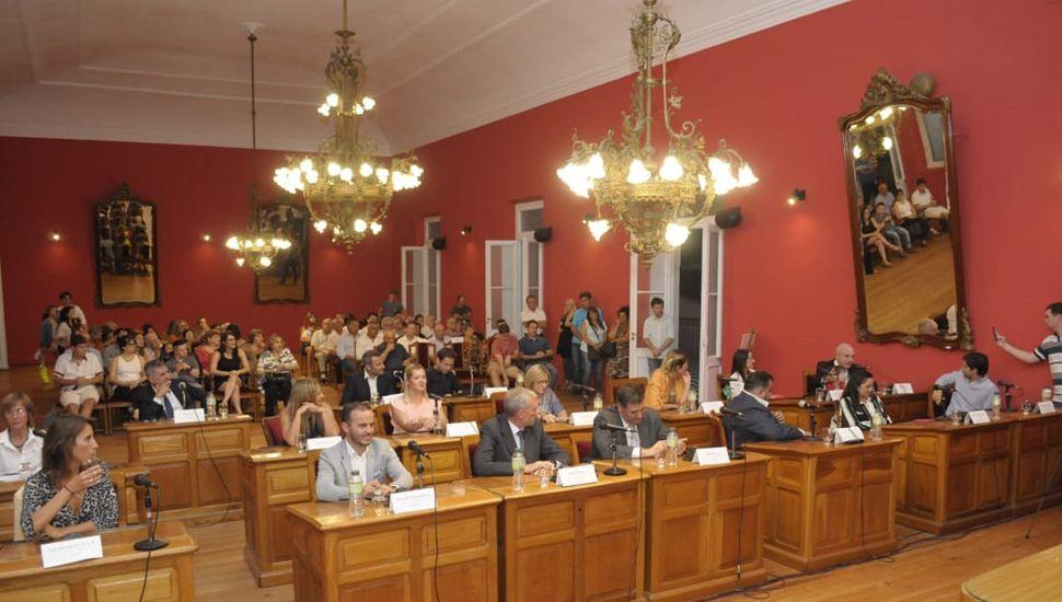 El oficialismo retuvo la presidencia y la vicepresidencia primera, pero la oposición pasará de presidir tres comisiones, a cinco.
