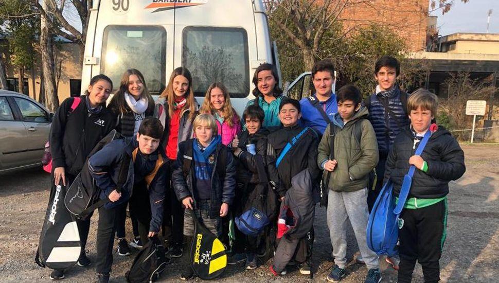 La delegación de Tenis Junín que viajó a Bragado.