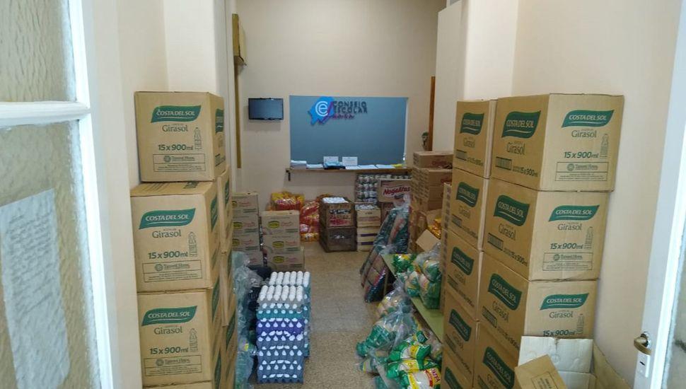 El Servicio Alimentario Escolar permanece en funcionamiento para abastecer a los niños.