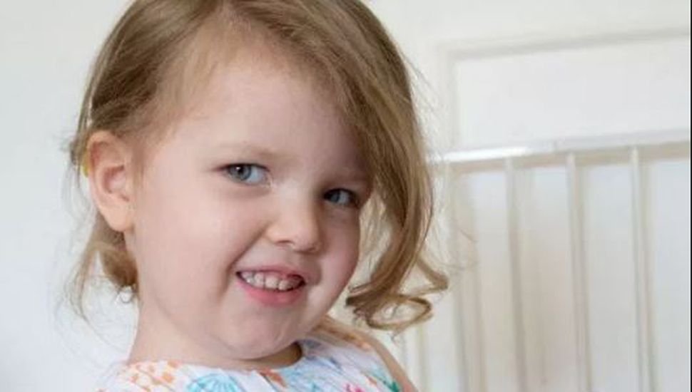 Una niña británica de tres años registra un coeficiente superior a Einstein