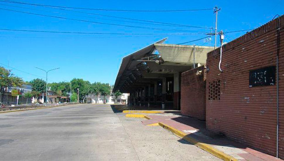La terminal de ómnibus vacía como símbolo de la ausencia de visitantes de otras ciudades a Junín, un escenario que perjudica a los comerciantes que venden gran parte a gente de la Región.