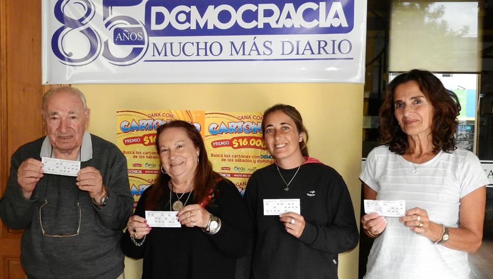 Rubén Alegre, Zulma Larrondo de Cosmi, Pamela Buceta y María Alejandra Yebrín, ganadores de un anterior pozo de 80 mil pesos.