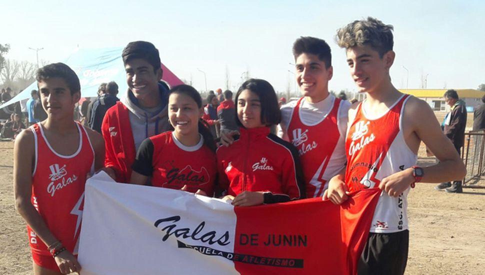 """Los atletas de """"Galas de Junín"""" que clasificaron a la final provincial junto a Lucía Sosa."""