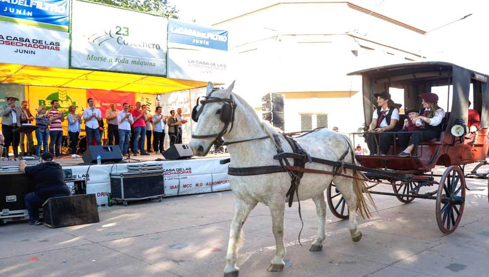 Desfile tradicional de la Fiesta del Cosechero.