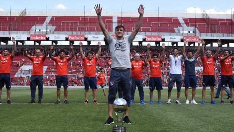 Independiente tuvo su fiesta de bienvenida tras la consagración